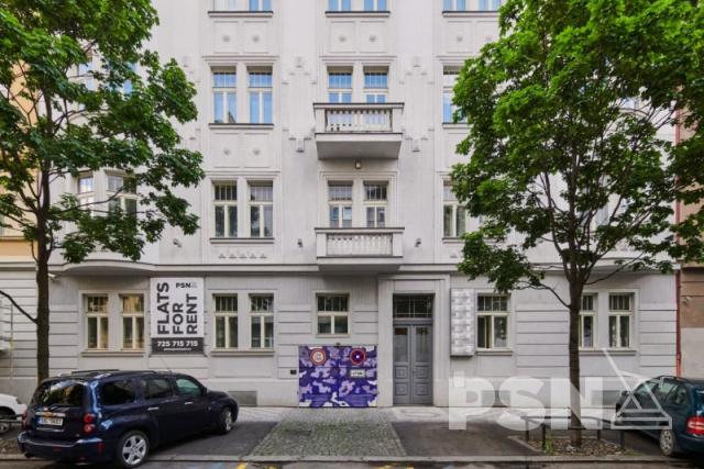 Pronájem prostorného bytu 5+kk naVinohradech Laubova 5, Praha2